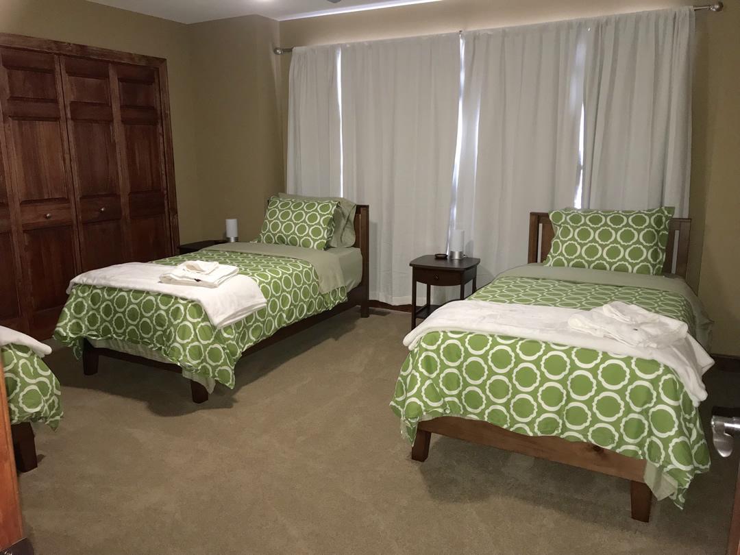 upstair bedroom 2 (3)